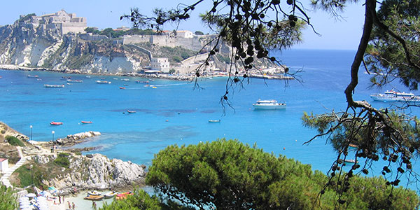Hotel 3 stelle con piscina sul mare nel Gargano - Hotel Orchidea ...